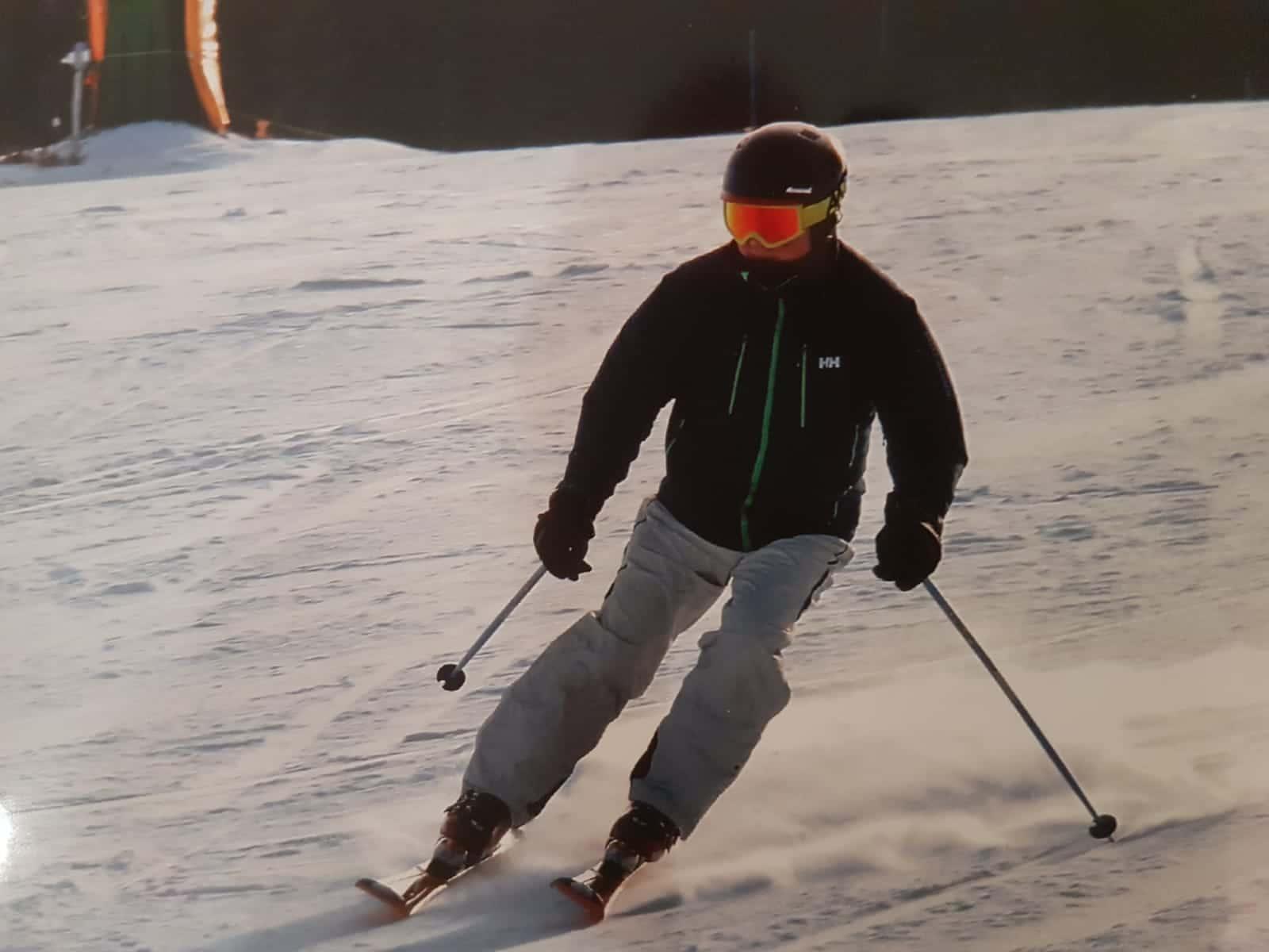 Iain skiing